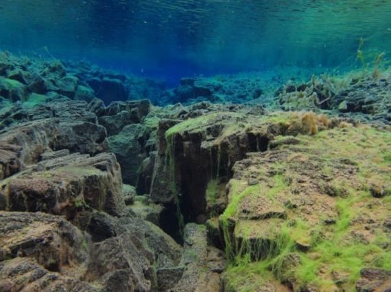Klares Wasser in Silfra Spalte